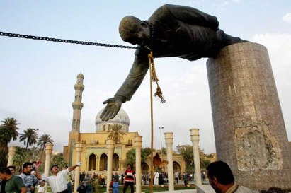 american-marines-help-pull-down-the-statue-of-saddam-hussain-pic-m-552206832